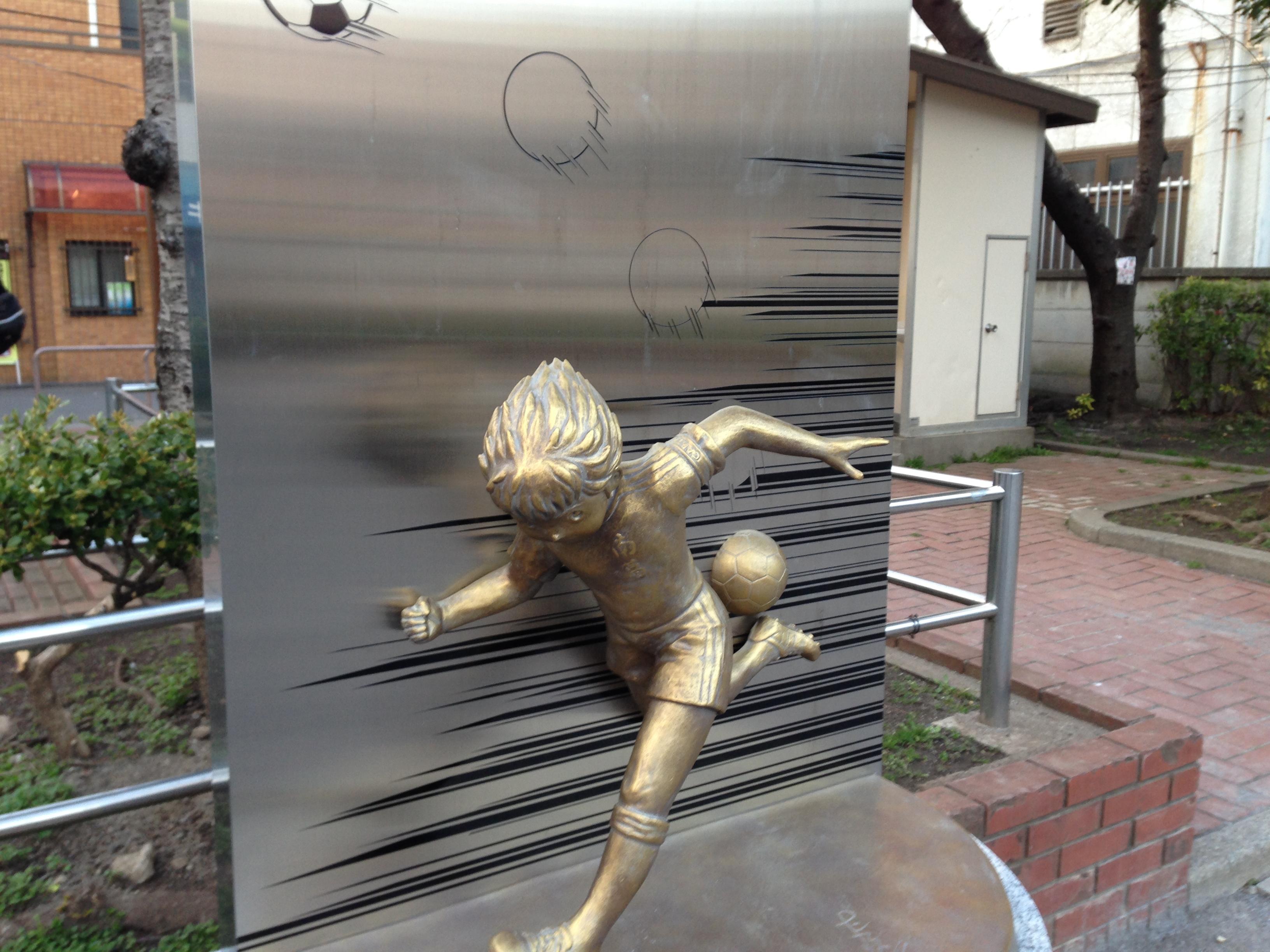 ヒールキックの銅像